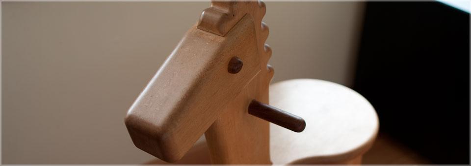 Locking horse